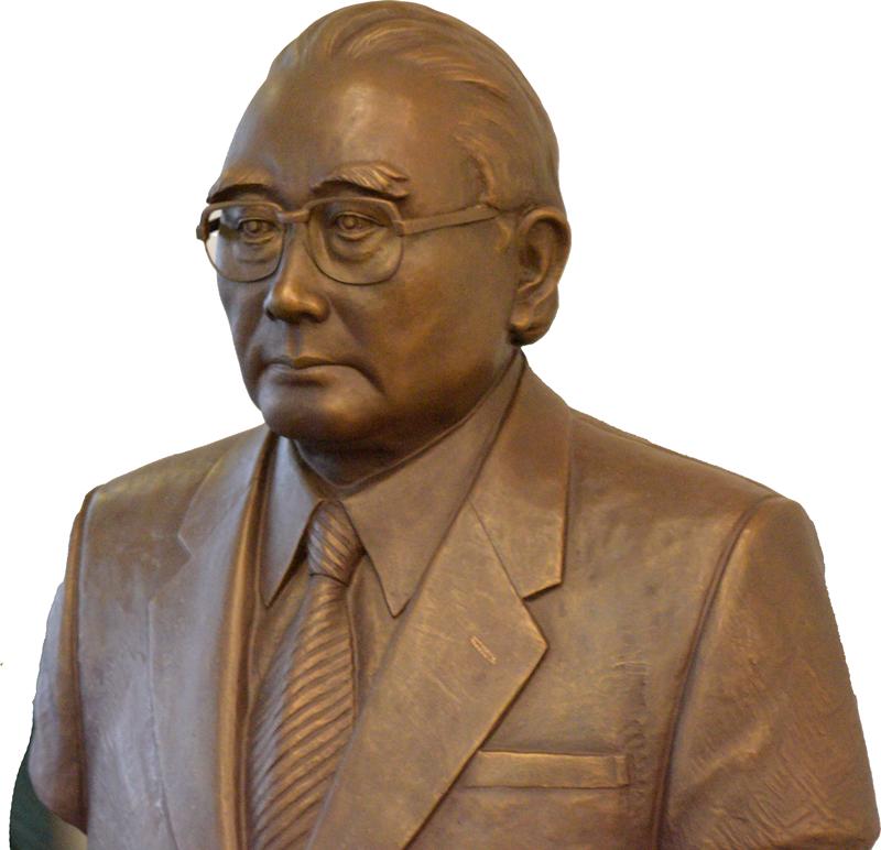 蒲池愛文の銅像